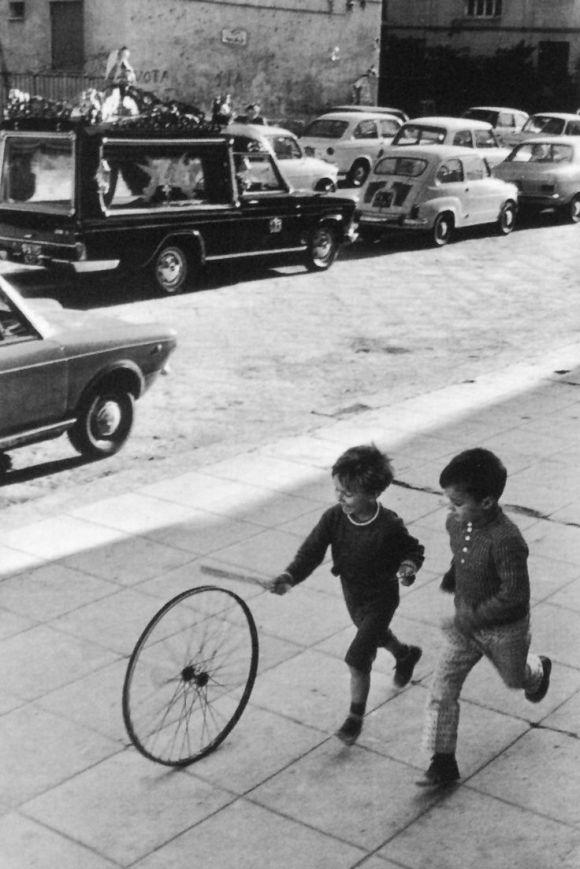 Palermo 1970 spelende kinderen (Bresson)